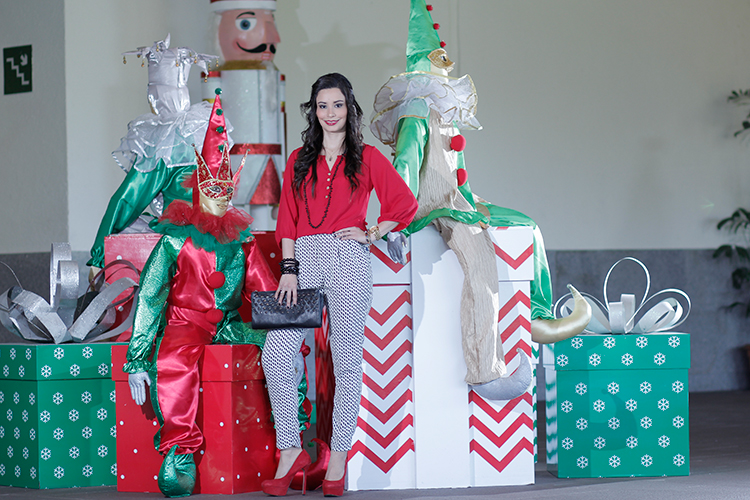 Fashion - It's Christmas Time by Sonia Valdés