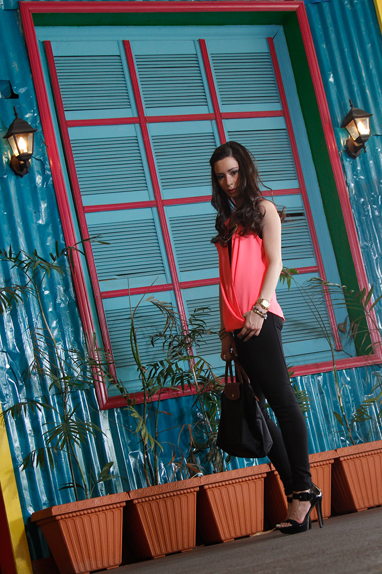 Fashion - Neon Pink & Black by Sonia Valdés