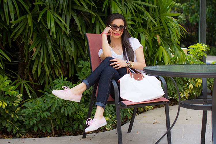 Fashion - Pink Keds by Sonia Valdés