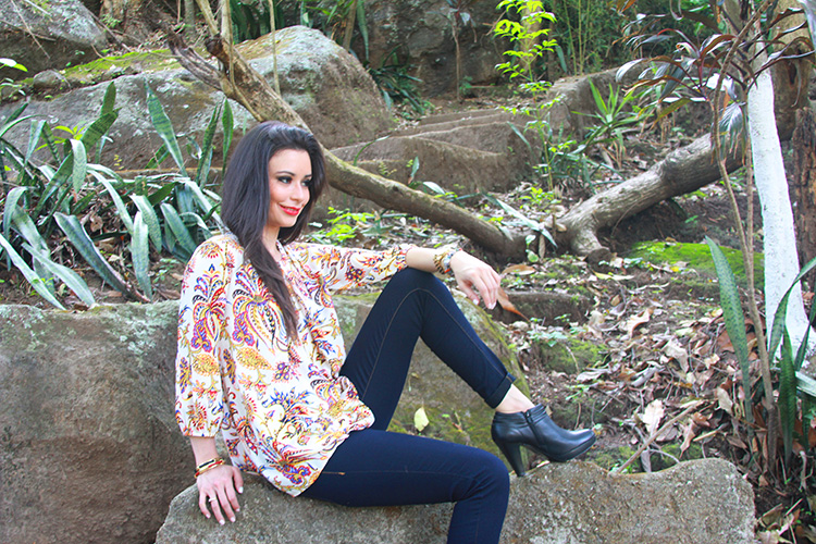 Fashion - Cute Shirt, Jeans & Boots by Sonia Valdés